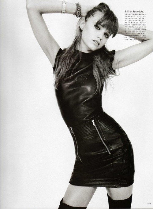 abbey-lee_by-terry-richardson_vogue-japan-2009_5.jpg
