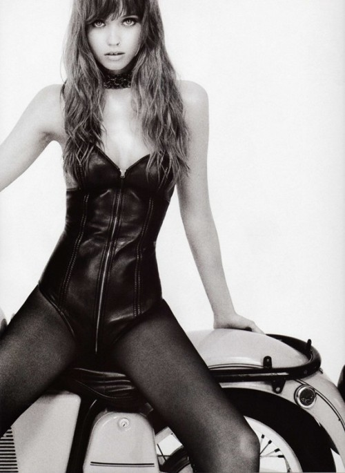 abbey-lee_by-terry-richardson_vogue-japan-2009_6.jpg